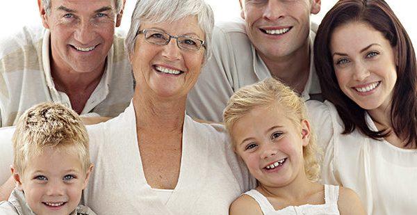 Familia reunida para dividir herança